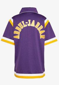 Mitchell & Ness - NBA LA LAKERS AUTHENTIC SHOOTING SHIRT - Fanartikel - purple - 1