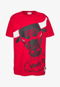 Mitchell & Ness - NBA CHICAGO BULLS BIG FACE BULLS TEE - Klubtrøjer - red - 4