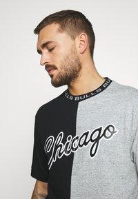 Mitchell & Ness - NBA CHICAGO BULLS NBA SPLIT COLOR - Klubové oblečení - black/grey - 3