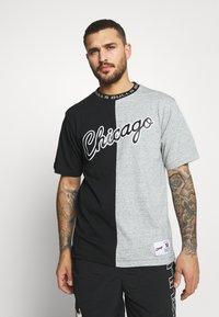 Mitchell & Ness - NBA CHICAGO BULLS NBA SPLIT COLOR - Klubové oblečení - black/grey - 0