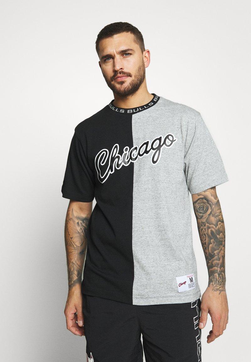 Mitchell & Ness - NBA CHICAGO BULLS NBA SPLIT COLOR - Klubové oblečení - black/grey
