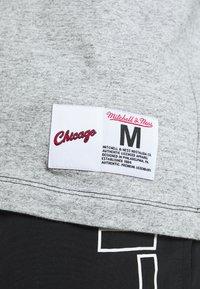 Mitchell & Ness - NBA CHICAGO BULLS NBA SPLIT COLOR - Klubové oblečení - black/grey - 5