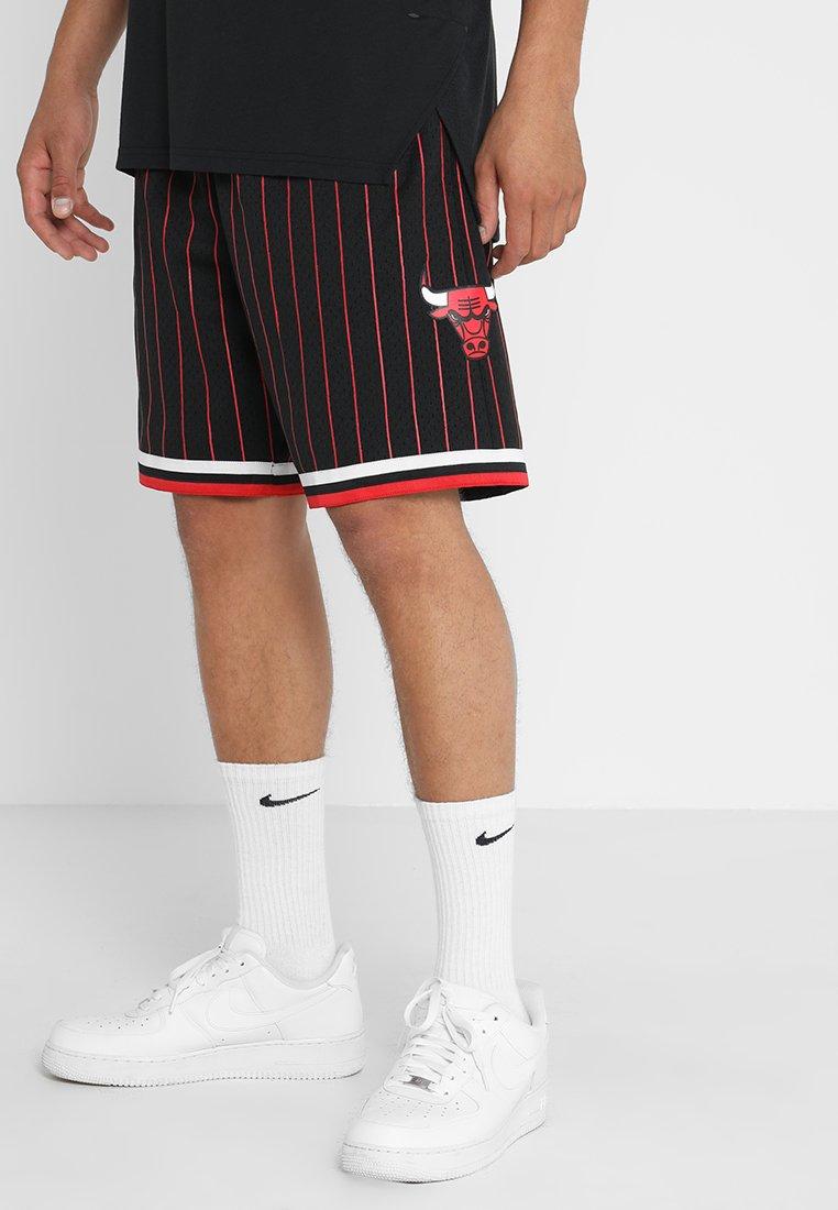 Mitchell & Ness - CHICAGO BULLS 1997 ALTERNATE NBA SWINGMAN SHORTS - Sports shorts - black