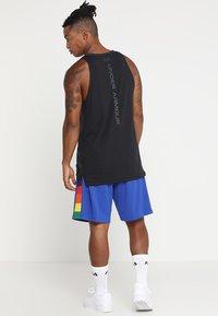 Mitchell & Ness - NBA DENVER NUGGETS SWINGMAN SHORT - Pantalón corto de deporte - royal/multi - 2