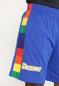 Mitchell & Ness - NBA DENVER NUGGETS SWINGMAN SHORT - Pantalón corto de deporte - royal/multi - 4