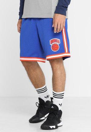 SWINGMAN SHORTS NY KNICKS - kurze Sporthose - royal/orange