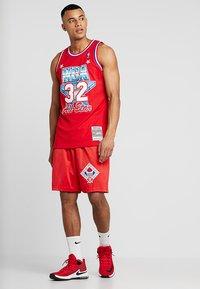 Mitchell & Ness - NBA ALL STAR 1991 PRACTICE SHORT - Korte broeken - red - 1