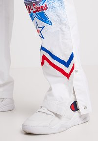 Mitchell & Ness - NBA ALL STAR EAST 1991 WARM UP PANT - Trainingsbroek - white - 3