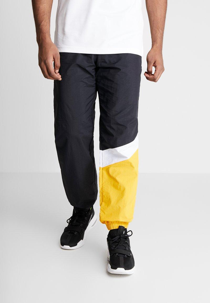 Mitchell & Ness - MIDSEASON PANT - Pantalon de survêtement - black/yellow