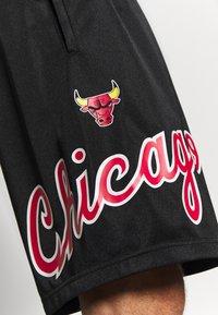 Mitchell & Ness - NBA CHICAGO BULLS TEAM HERITAGE SHORTS - Krótkie spodenki sportowe - black - 3