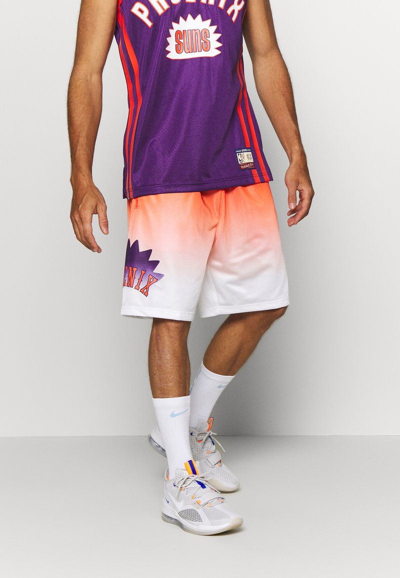 Mitchell & Ness - NBA PHOENIX SUNS TEAM HERITAGE SHORTS - Korte broeken - orange/white