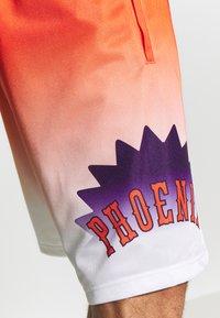 Mitchell & Ness - NBA PHOENIX SUNS TEAM HERITAGE SHORTS - Korte broeken - orange/white - 3