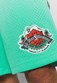 Mitchell & Ness - NBA ALL STAR PATTERN SHORT - Korte broeken - teal - 4