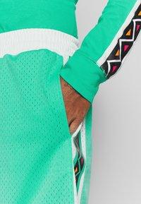 Mitchell & Ness - NBA ALL STAR PATTERN SHORT - Korte broeken - teal - 3