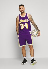 Mitchell & Ness - NBA LA LAKERS WARM UP SHORT LAKERS - Sportovní kraťasy - purple - 1