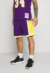 Mitchell & Ness - NBA LA LAKERS WARM UP SHORT LAKERS - Sportovní kraťasy - purple - 0