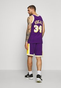 Mitchell & Ness - NBA LA LAKERS WARM UP SHORT LAKERS - Sportovní kraťasy - purple - 2