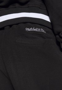 Mitchell & Ness - NBA CHICAGO BULLS REVERSED TEARWAY PANT - Klubové oblečení - black - 3
