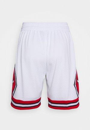NBA CHICAGO BULLS SWINGMAN - Krótkie spodenki sportowe - white