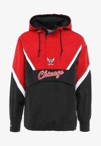 Mitchell & Ness - NBA CHICAGO BULLS HALF ZIP ANORAK JACKET - Trainingsvest - black/red - 7