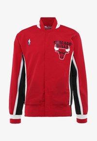 Mitchell & Ness - CHICAGO BULLS NBA AUTHENTIC WARM UP JACKETS - Veste de survêtement - red - 4
