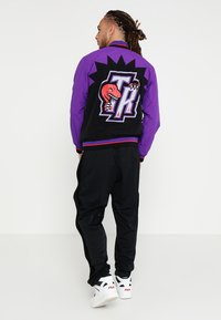 Mitchell & Ness - TORONTO RAPTORS NBA  - Sportovní bunda - black/ purple - 2