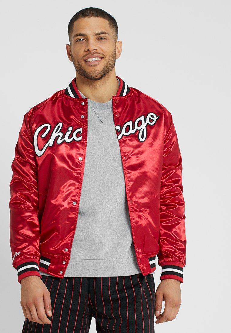 Mitchell & Ness - NBA CHICAGO BULLS LIGHTWEIGHT JACKET - Vereinsmannschaften - red