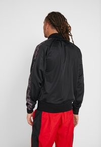 Mitchell & Ness - NBA CHICAGO BULLS TRACK JACKET - Pelipaita - black - 2