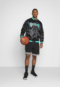 Mitchell & Ness - NBA VANCOUVER GRIZZLIES LIGHTWEIGHT JACKET - Article de supporter - black - 1