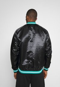 Mitchell & Ness - NBA VANCOUVER GRIZZLIES LIGHTWEIGHT JACKET - Article de supporter - black - 2
