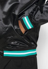 Mitchell & Ness - NBA VANCOUVER GRIZZLIES LIGHTWEIGHT JACKET - Article de supporter - black - 3