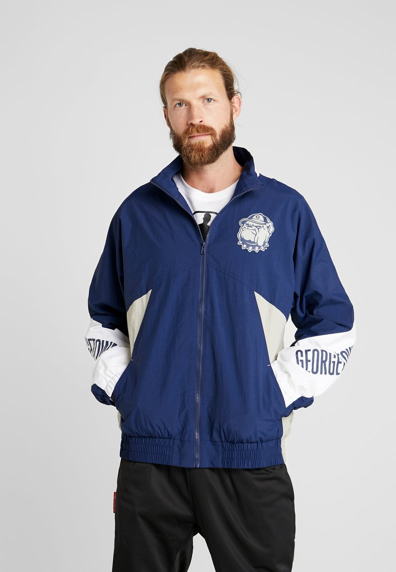 Mitchell & Ness - GEORGETOWN MID SEASON  - Veste coupe-vent - navy/sand