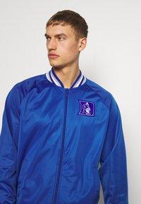 Mitchell & Ness - NCAA DUKE BLUE DEVILS TRACK JACKET - Klubové oblečení - royal - 3