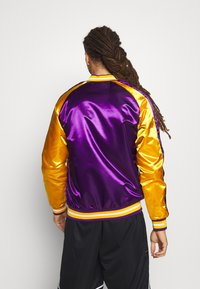 Mitchell & Ness - NBA LOS ANGELES LAKERS COLOR BLOCKED JACKET - Fanartikel - purple - 2