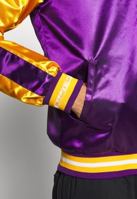 Mitchell & Ness - NBA LOS ANGELES LAKERS COLOR BLOCKED JACKET - Fanartikel - purple - 5