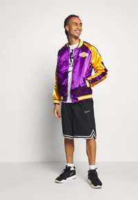 Mitchell & Ness - NBA LOS ANGELES LAKERS COLOR BLOCKED JACKET - Fanartikel - purple - 1