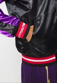 Mitchell & Ness - NBA TORONTO RAPTORS COLOR BLOCKED JACKET - Klubové oblečení - black - 5