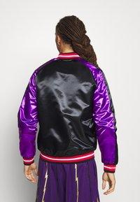 Mitchell & Ness - NBA TORONTO RAPTORS COLOR BLOCKED JACKET - Klubové oblečení - black - 2