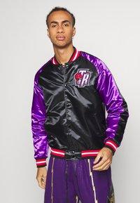 Mitchell & Ness - NBA TORONTO RAPTORS COLOR BLOCKED JACKET - Klubové oblečení - black - 0