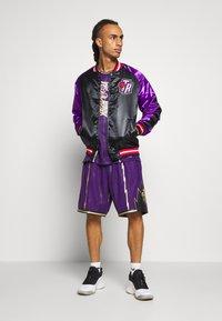 Mitchell & Ness - NBA TORONTO RAPTORS COLOR BLOCKED JACKET - Klubové oblečení - black - 1