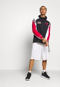 Mitchell & Ness - NBA CHICAGO BULLS HALF ZIP ANORAK - Article de supporter - black - 1