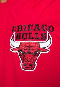 Mitchell & Ness - NBA CHICAGO BULLS AUTHENTIC WARM UP JACKET - Fanartikel - red - 6