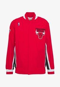Mitchell & Ness - NBA CHICAGO BULLS AUTHENTIC WARM UP JACKET - Fanartikel - red - 5