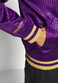 Mitchell & Ness - NBA LA LAKERS JACKET - Squadra - purple - 5
