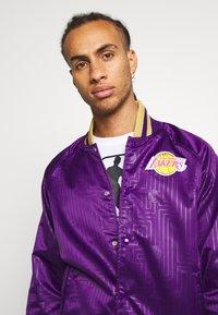 Mitchell & Ness - NBA LA LAKERS JACKET - Squadra - purple - 3