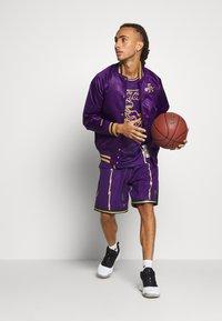 Mitchell & Ness - NBA TORONTO RAPTORS JACKET - Klubové oblečení - purple - 1