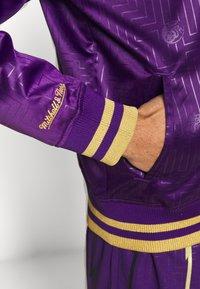 Mitchell & Ness - NBA TORONTO RAPTORS JACKET - Klubové oblečení - purple - 5
