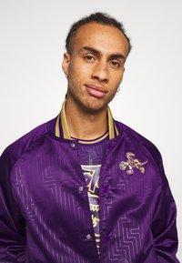 Mitchell & Ness - NBA TORONTO RAPTORS JACKET - Klubové oblečení - purple - 3