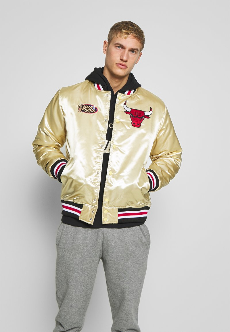 Mitchell & Ness - NBA CHICAGO BULLS CHAMPIONSHIP GAME JACKET - Article de supporter - beige