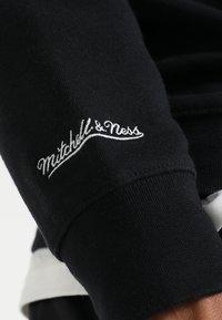 Mitchell & Ness - NBA ARCH LOGO CREW L.A. LAKERS - Klubové oblečení - black - 6